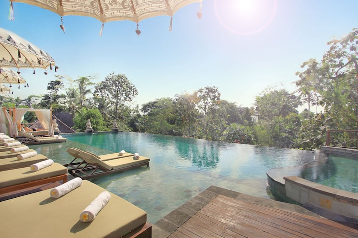 Luxury Suite With Breakfast in Ubud