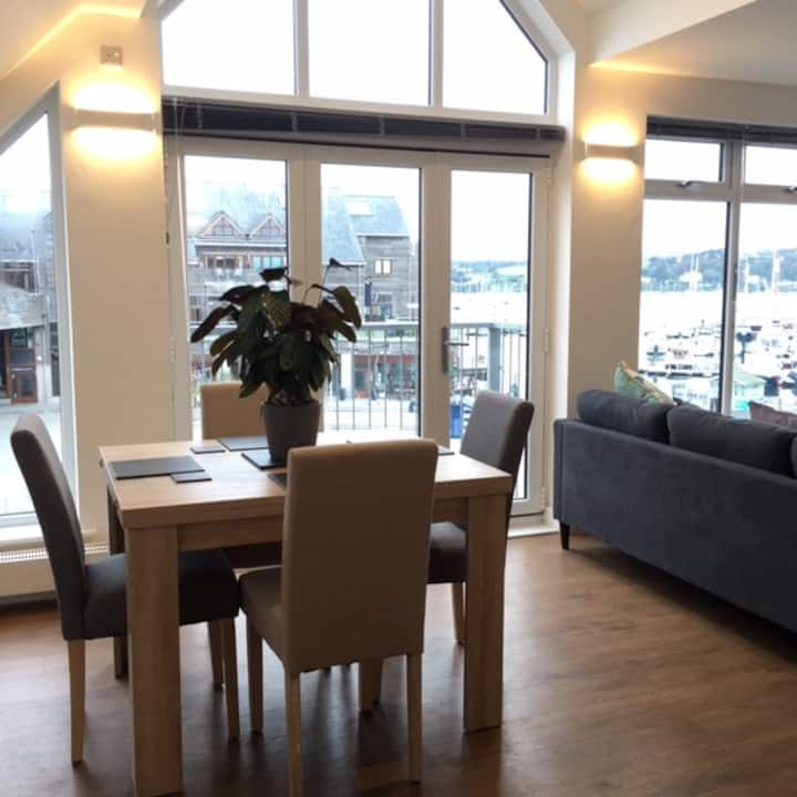 Bright, Spacious & Spectacular views, The Lookout