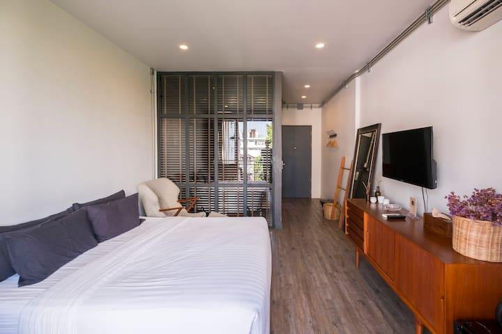 Deluxe King Room with Terrace and Bathtub (32.5)