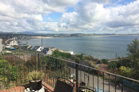 5*reviews sea view apartment overlooking Newcastle
