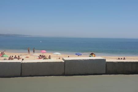 Beach House, near Lisbon, Sintra and Cascais - Paço de Arcos - Lägenhet