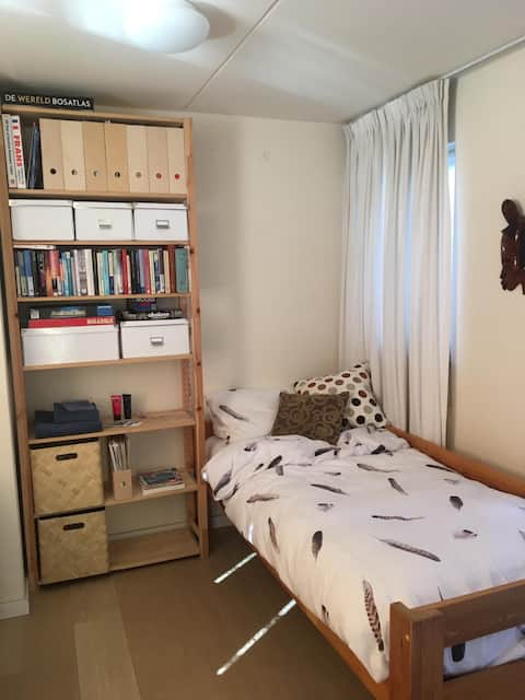 Cosy room for 1 person  10-15 min walk from centre