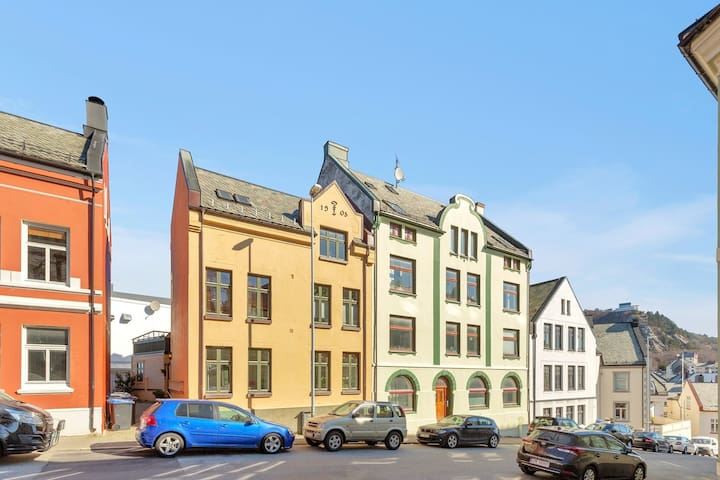 Genuine Jugend style apartment. Excellent location