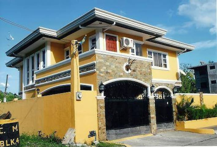 HOUSE RENTAL IN CLUB MOROCCO - Subic - Huoneisto