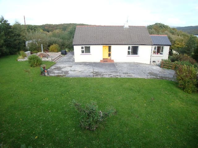 Cottage on the Wild Atlantic Way - Lettermacaward - Casa