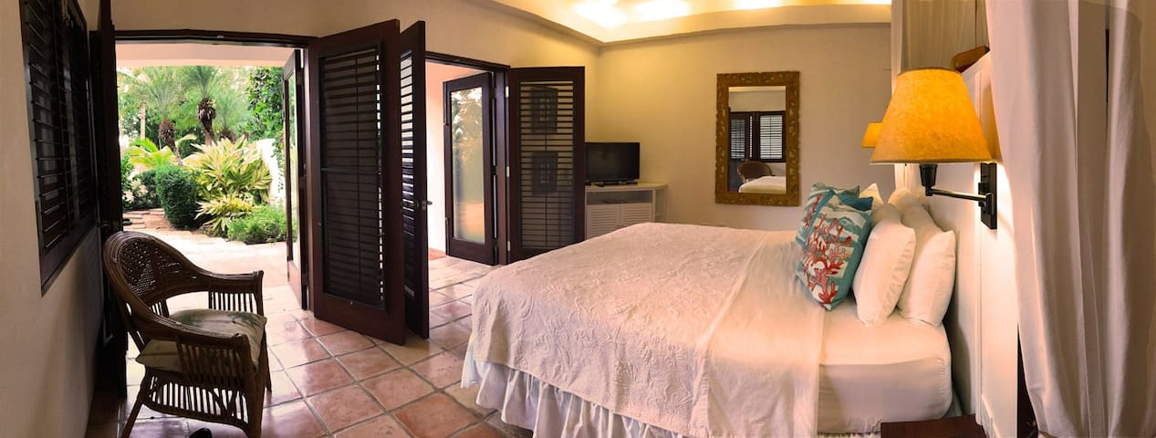 Coconut Palm Villa Garden Master Bedroom