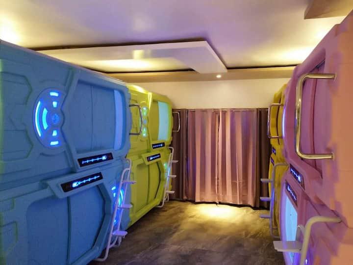 (Luxury capsule only for female)一人一舱女生公寓超潜超豪华太空舱公寓