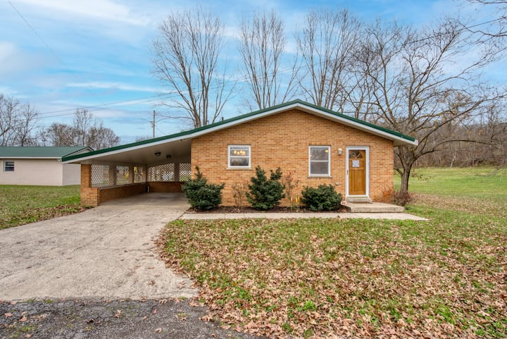 NEW LISTING! Cottage on Peaceful Property on the Licking River