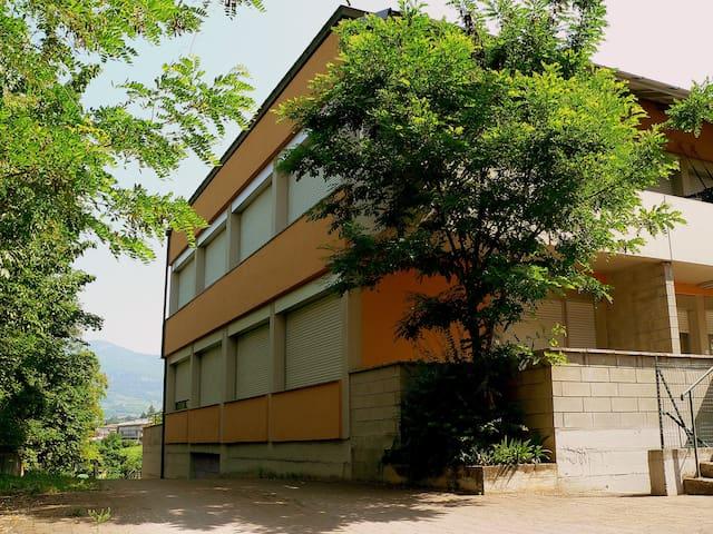 Moderno bilocale in zona collinare - Trento - Apartamento
