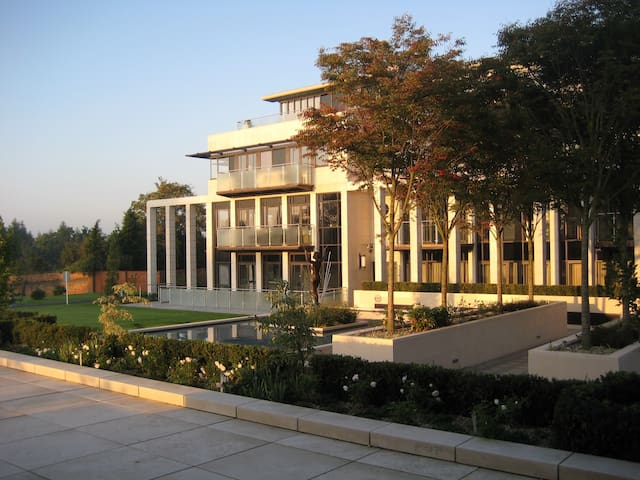 Art Deco inspired Apartment in Historic Park - Sunningdale