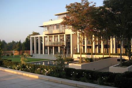 Art Deco inspired Apartment in Historic Park - Sunningdale - Overig
