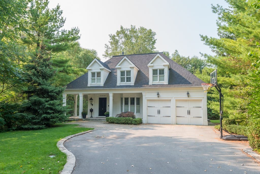 Very private, family home in the heart of Lorne Park. Close to Lake Ontario & Port Credit but you feel like you are miles away. Twenty minute express train to downtown Toronto.