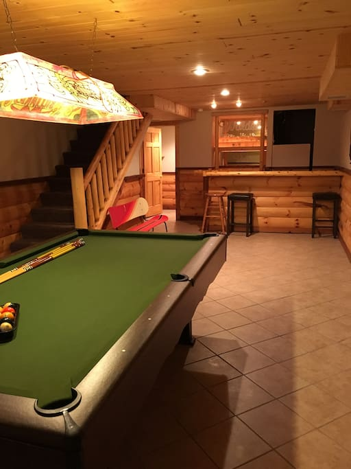 Pool table, wet bar, kegerator, dartboard and bathroom (beverages not provided)