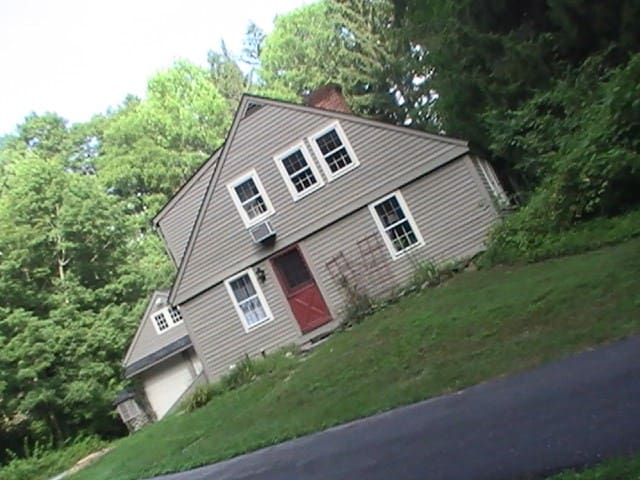 1.5 mile / 2.5km from UCONN Storrs campus CT 06268 - Mansfield - Talo