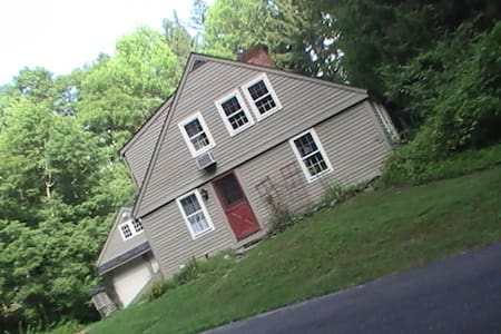 1.5 mile / 2.5km from UCONN Storrs campus CT 06268 - Mansfield - Casa