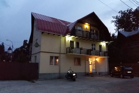 Double ensuite in Pension Casa Ta - 锡纳亚(Sinaia) - 别墅