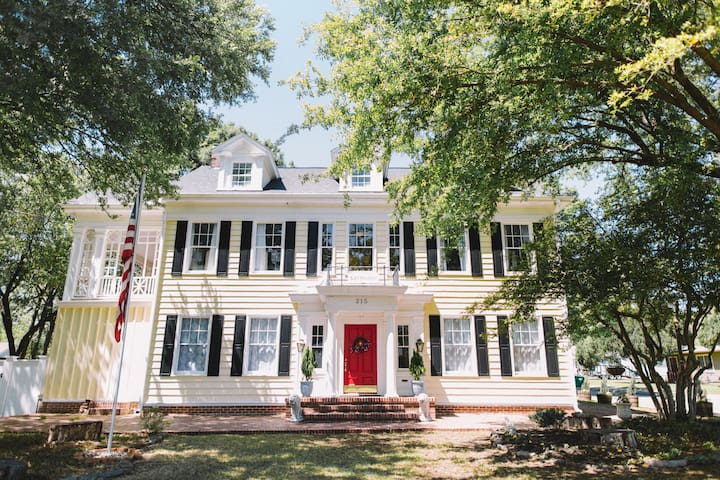 Enchanting Retreat - The Neathery Estate B&B