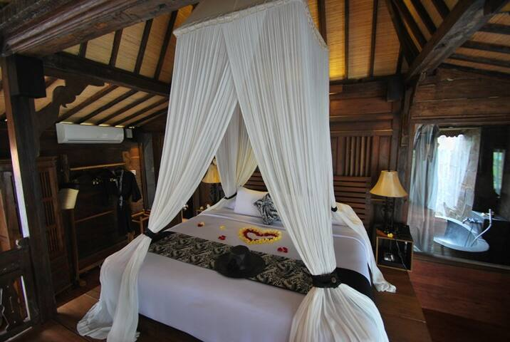 UP To 50% OFF for MONTHLY! 1BR wooden hut at UBUD
