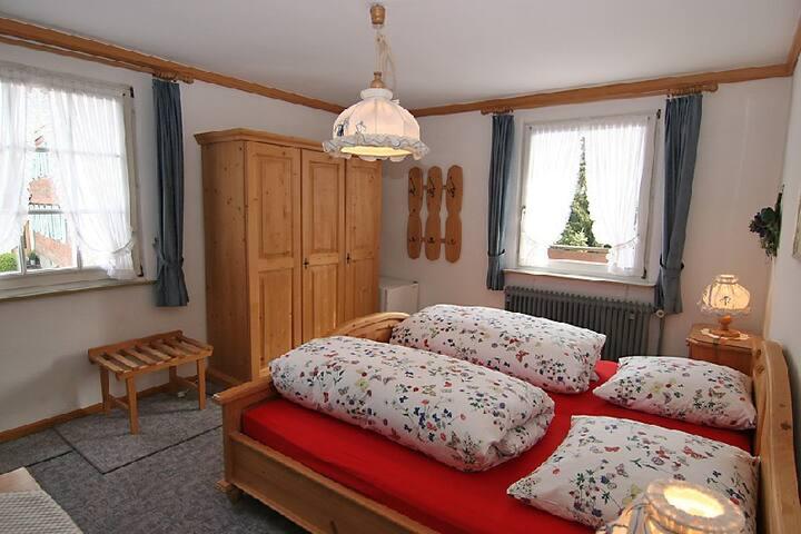 Pension Bader, (Löffingen), Doppelzimmer Schneekreuz mit Dusche und WC