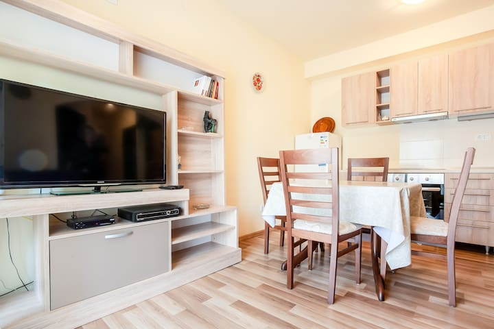 SUNNY & GORGEOUS 1 bedroom apartment ***