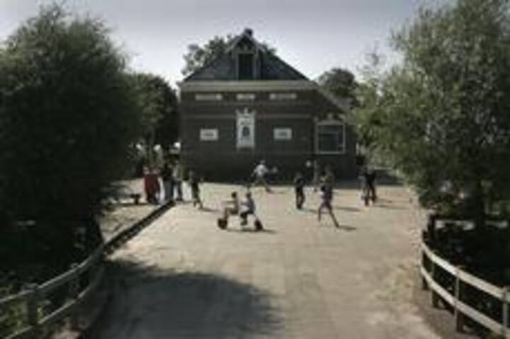 Logeerlokaal in de Westhoek School
