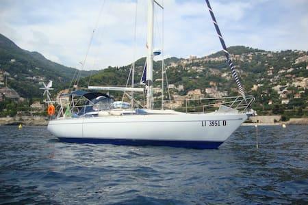 Living on a sailing boat, Port Garavan/Menton-F - Mentone