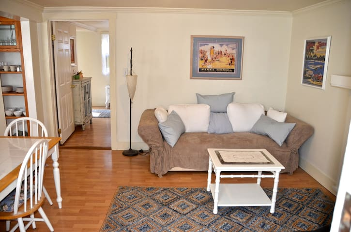 Private Suite 2 Rooms, 2 beds, Steps to the Beach - Santa Monica - Casa
