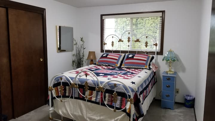 Private Bedroom with Double bed North Richland