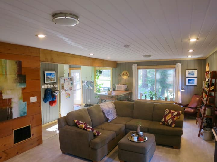 Elegant Private Room in Cozy Donner Summit Cabin