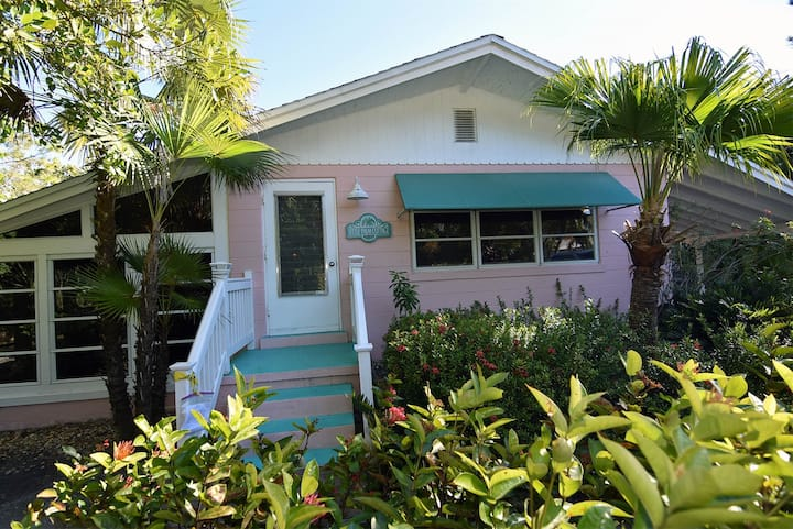 Little Palm Cottage - Olde Sanibel beach cottage