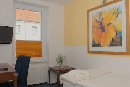 City Hotel-Pension Einzel / Single - Brandenburg an der Havel - Bed & Breakfast