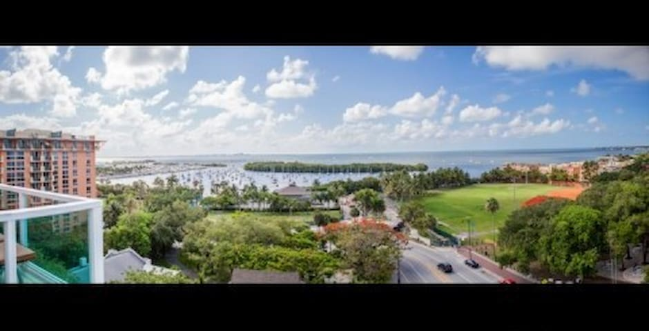 Coconut Grove Charming hotel suite, amazing views