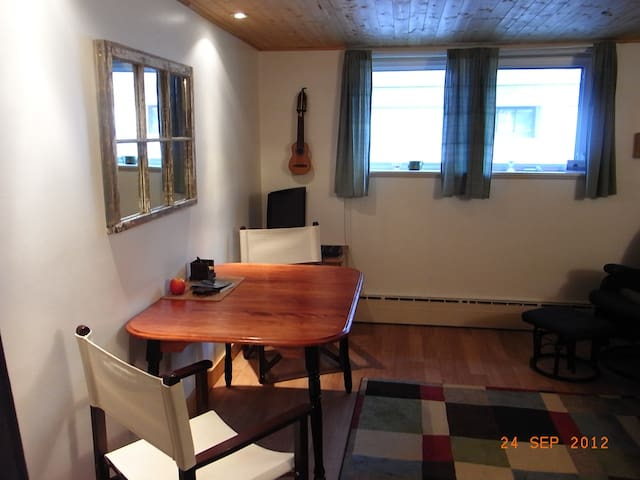 Charming In-Law Suite - Hydrostone  - Halifax - Apartament