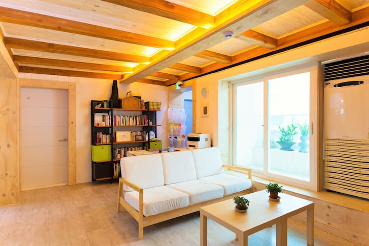 Lian Guesthouse 6 bed dormitory - Mapo-gu - Bed & Breakfast