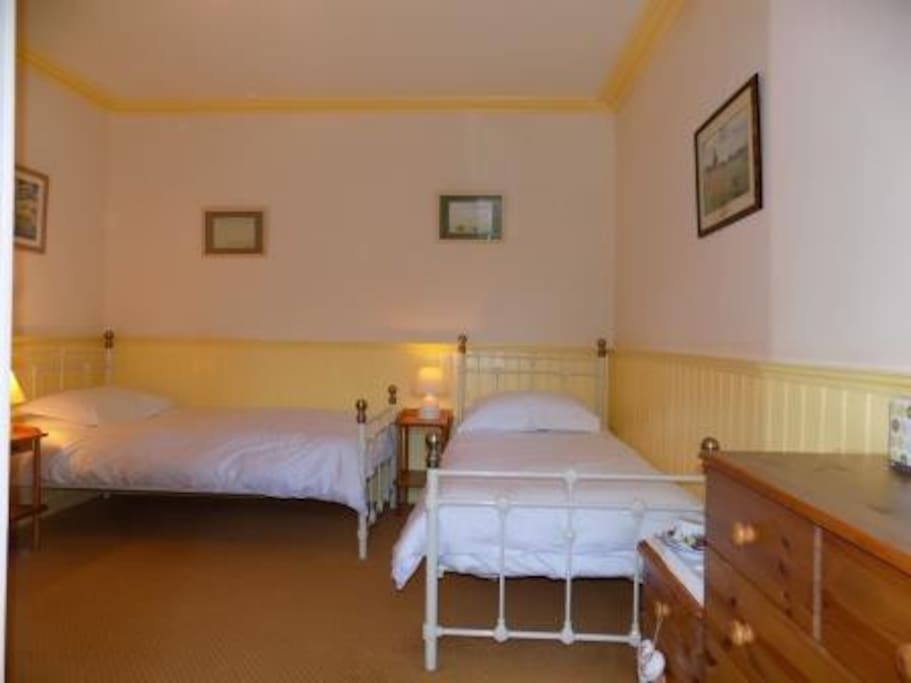 Snowdrop is a twin room on the ground floor