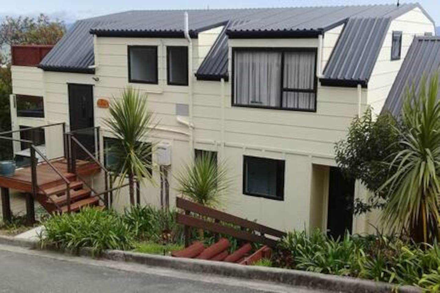 The Seaview HOUSE. Entire upper level is AirB&B plus new Deck!  View to die for of the Tasman Sea!