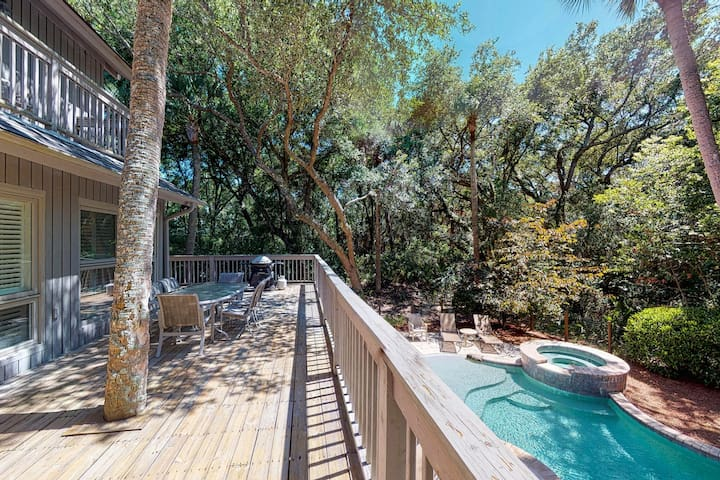 Spacious home w/ private pool & pool spa! Shared tennis courts - 1 dog OK!