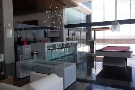 One bedroom in a luxurious apartment - Condominio