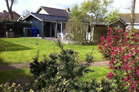 House with big Garden on Ameland - Hollum - Cabane