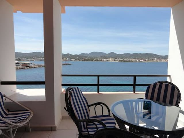 Great location! Cozy and seaviews! - Sant Antoni de Portmany - Apartment