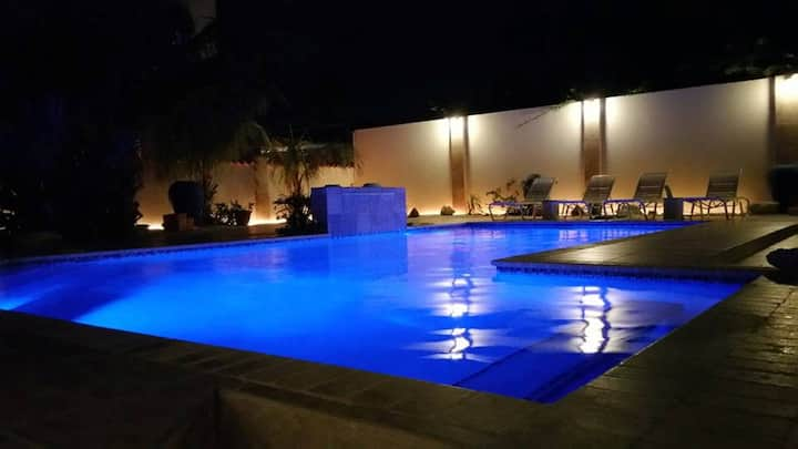 500 5-STAR REVIEWS - POOL BAR - CLOSE TO IT ALL!