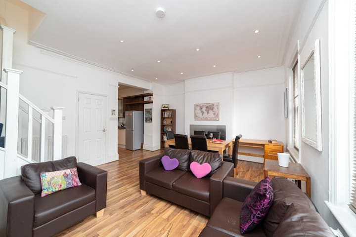 Smart 4Bed -2Bath - few stops from Oxford street