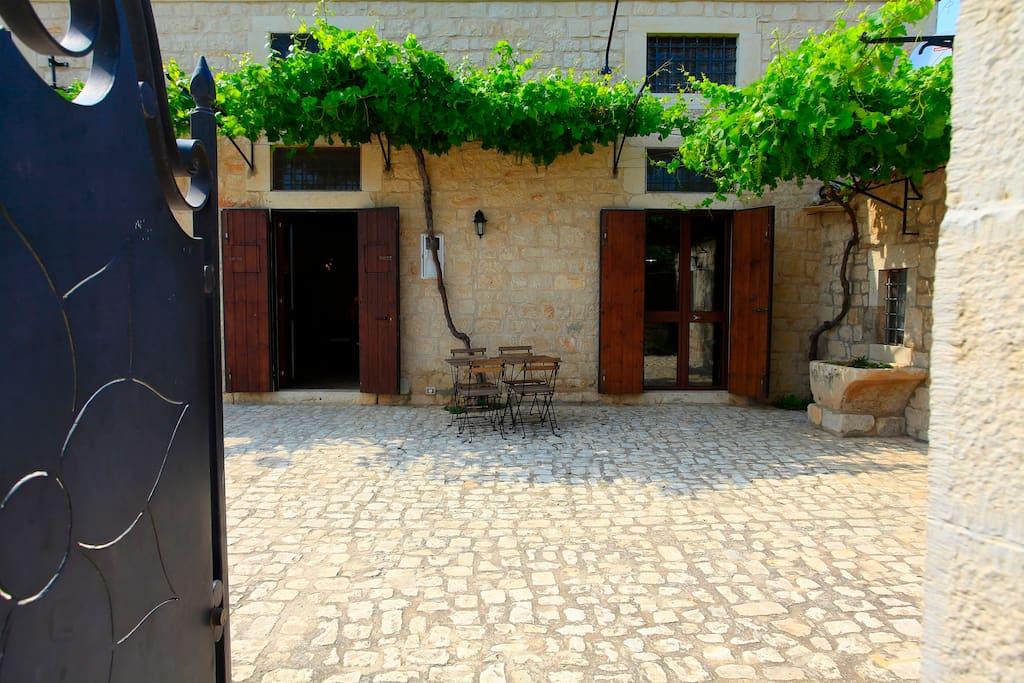 ingresso Villa Antica Aia