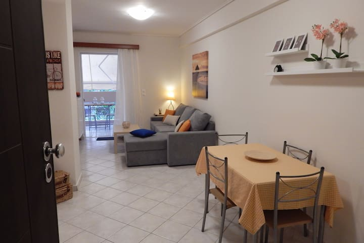 Μodern flat near Athens center (next to metro)