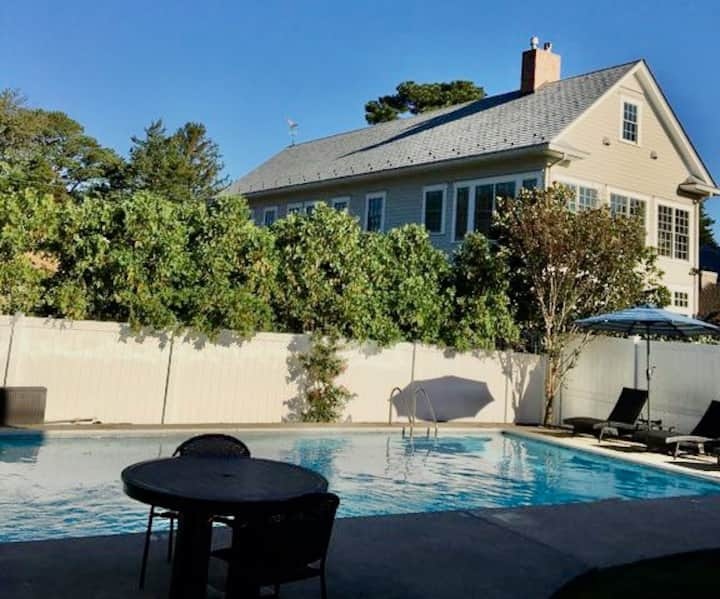 SILVER LAKE / REHOBOTH BEACH Vacation House: 3 BLOCKS TO THE BOARDWALK w PRIVATE POOL