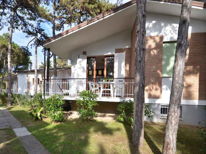 apt for 5+2 persons with a/c in Lignano R102732