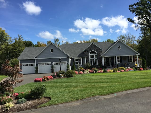 Private and Spacious In-Law Suite - Bloomfield - House