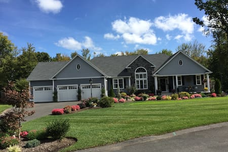 Private and Spacious In-Law Suite - Bloomfield - Hus