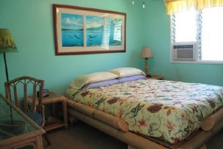 Tropical Guest Room - Lahaina - Bed & Breakfast