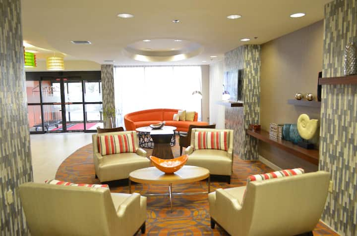 Airport Shuttle+ King Hotel Room @ Orlando Intl.